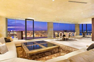 Luxury-Apartment-Take-Advantage-of-Dramatic-Views-of-the-City